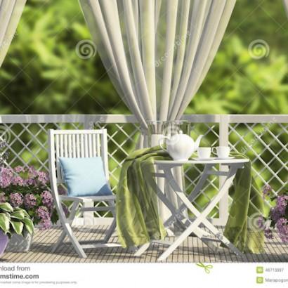 Terraza con flores - Dreamstime 46713997
